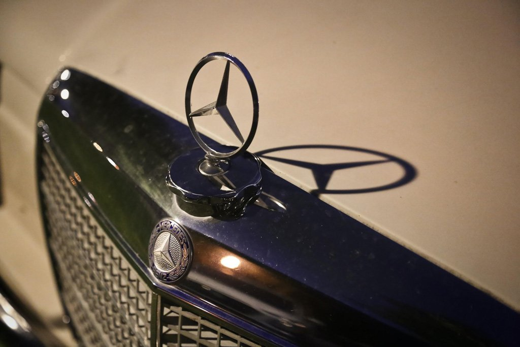 front of car showing the mercedes benz emblem